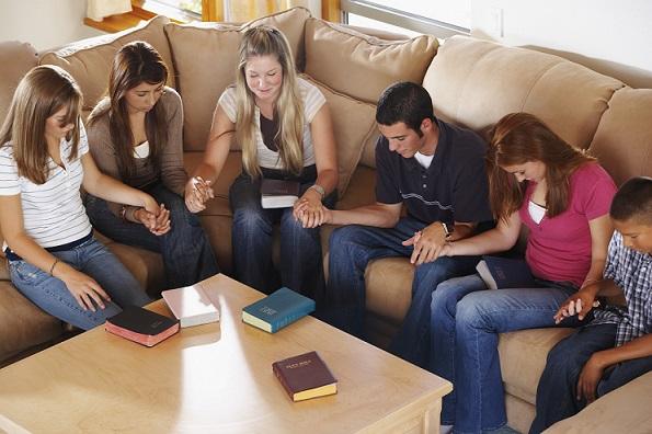Resultado de imagen para oración en grupo